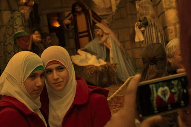 Mengucapkan Selamat Natal Muslim